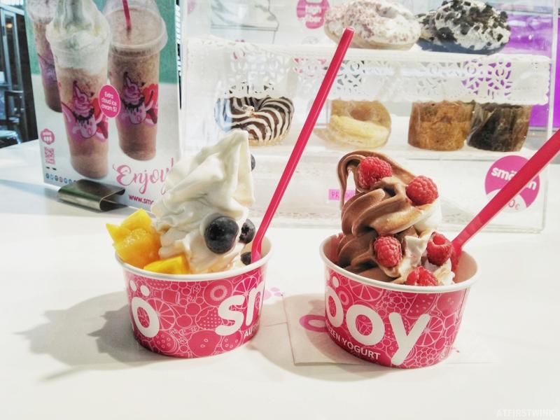 Smöoy frozen yogurt raspberry blueberry mango markthal rotterdam netherlands
