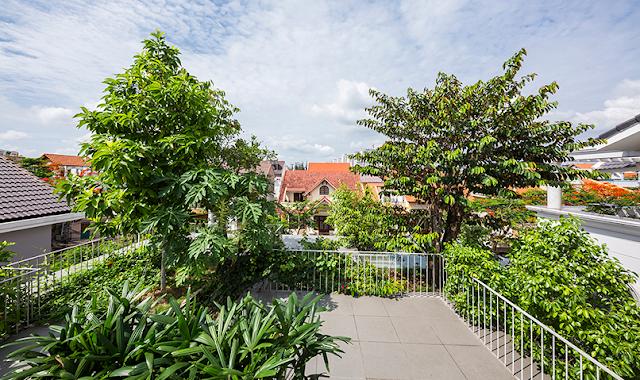 The roof terrace overlooks the surrounding neighborhood