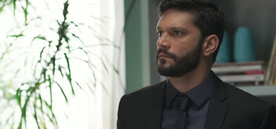 Diogo (Armando Babaioff) vai se dar muito mal ao se recusar a dar mais dinheiro a Pessanha (Walter Breda)