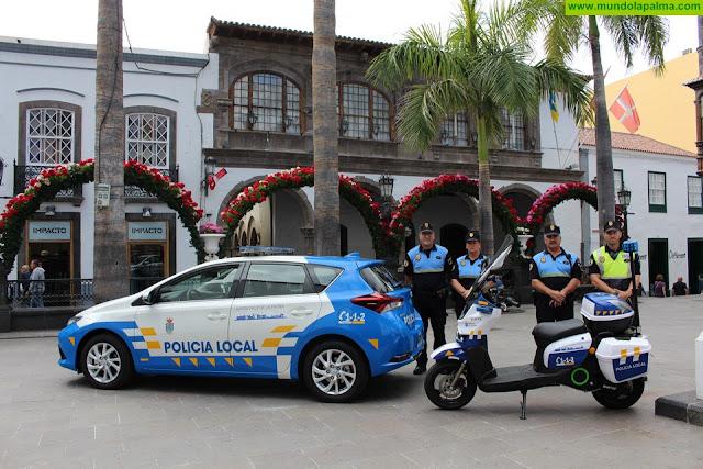 La Policía Local de Santa Cruz de La Palma estrena un nuevo coche y una motocicleta 100% eléctrica