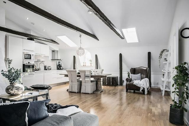 Amenajare scandinavă în tonuri de gri într-o mansardă de 69 m²