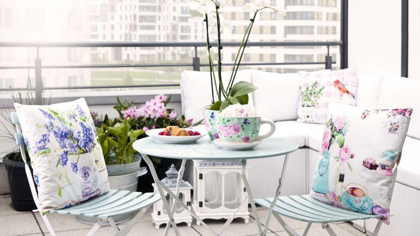 28 ideias para decorar varandas pequenas decora o e - Mesas para terrazas pequenas ...