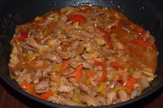 Karkówka wieprzowa w sosie z warzywami