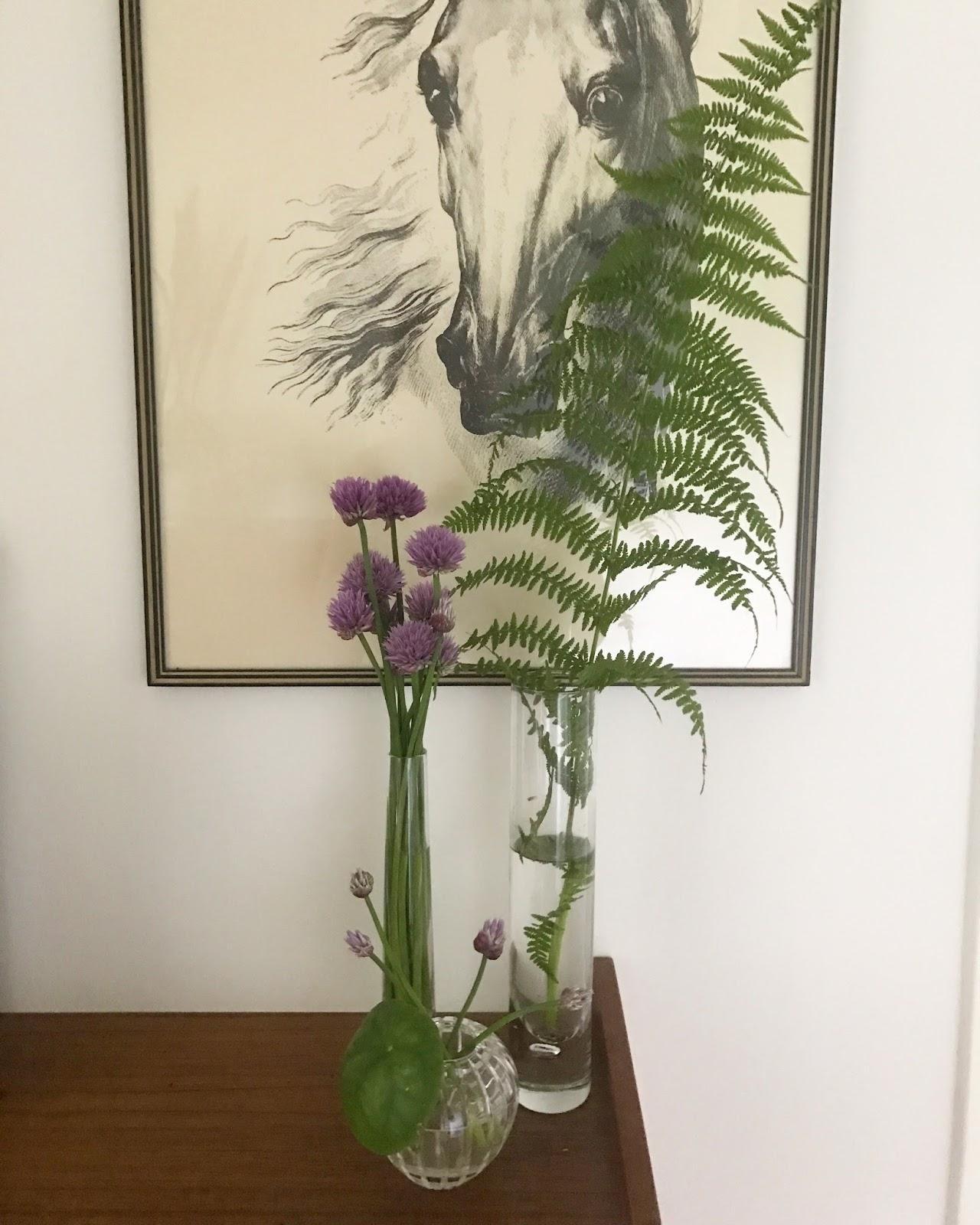 Jag älskar att ha vaser med blommor inne men det blir rätt lite sådant på  vintern men nu när sommaren är här är det bara att gå ut genom dörren och  plocka ... 14ae3712667ea