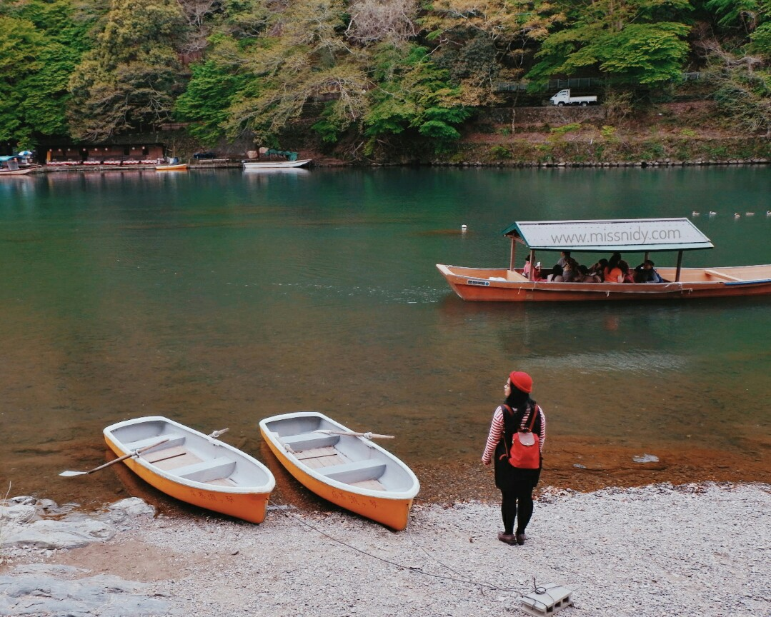 pengalaman sewa perahu di arashiyama