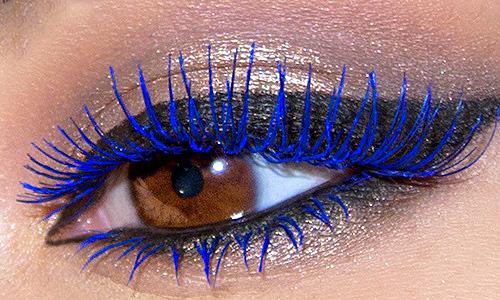 maquillaje de noche pestañas de colores