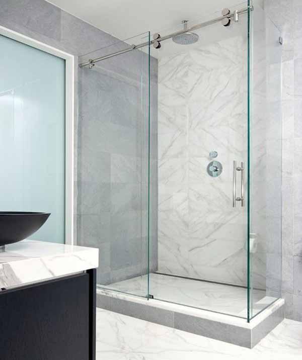 Cara Mendekorasi Lorong Rumah: Pintu Kamar Mandi Modern