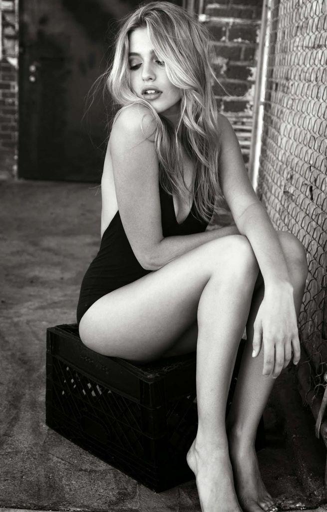 Lexie Nude 32