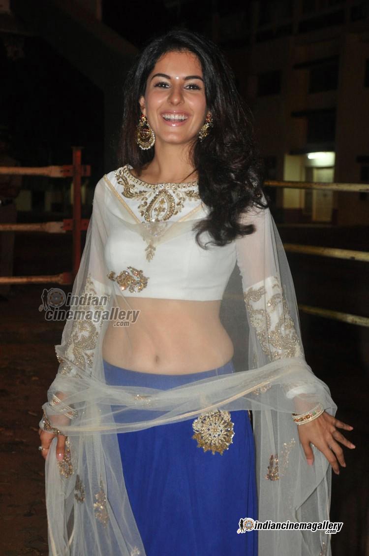 isha talwar latest hot photos from raja cheyyi veste movie