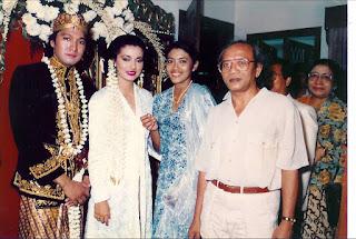 Foto Pernikahan Ikang Fawzi dan Marissa Haque 1986
