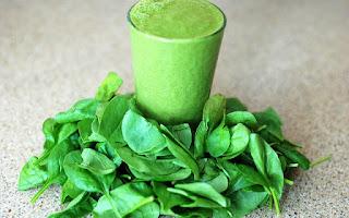 Los batidos desintoxicantes son los de color verde