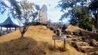 Batu menhir di Situs Purbakala Cipari