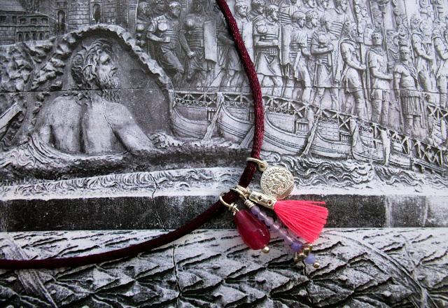 A posh and handmade choker by Trasparent Sculptural Jewelry (by Marta Roura Castellò)