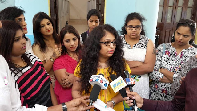 The acrimonious fight on Facebook page Mums of Bangalore took a serious turn with the Kannadiga mothers filing a police complaint against two women who have allegedly offended the state langauge and culture.  A video posted by Samanya Kanndiga group shows a small group of women lodging the complaint at the cyber cell of Bengaluru police.    One of the accused Pooja Rathee, who has been charged with offending Kannadigas, has apologised.