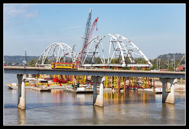 Metro Streetcar 409 - Broadway Bridge Span Construction