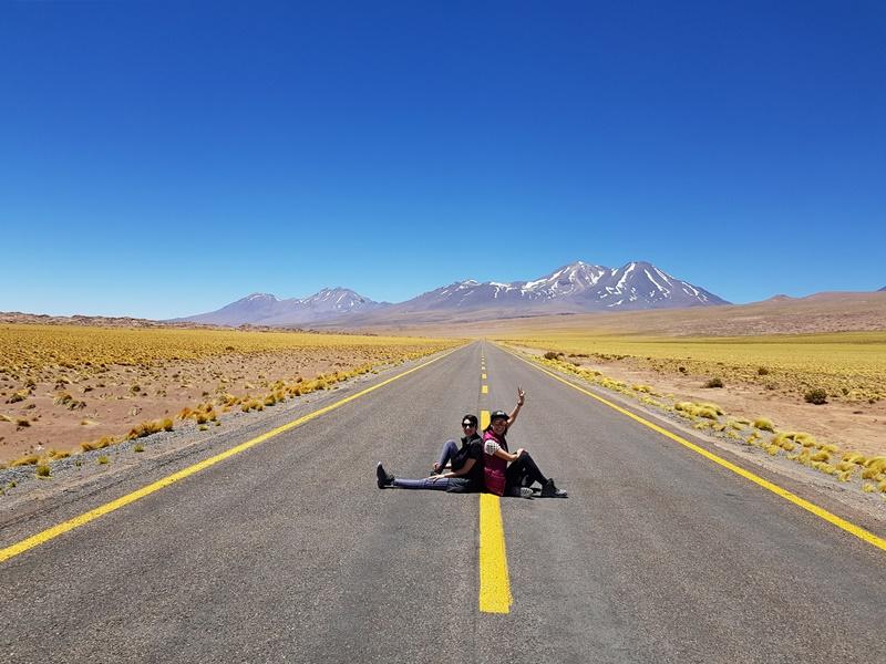 Estradas vazia e famosa do Deserto do Atacama