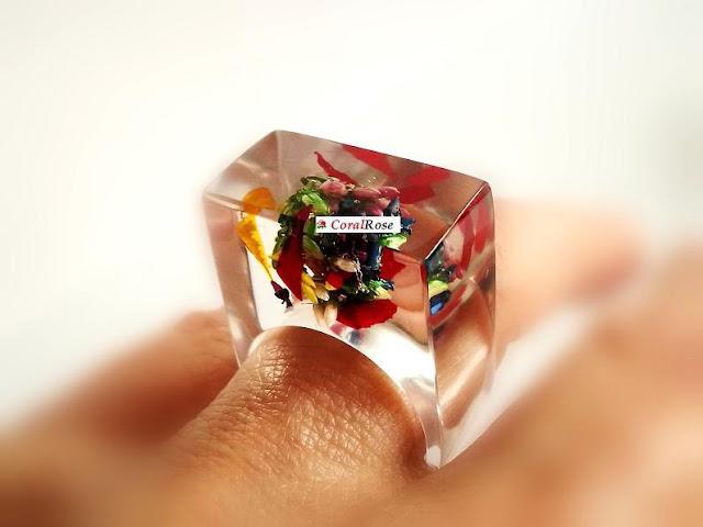 pierścionek kwiat z żywicy