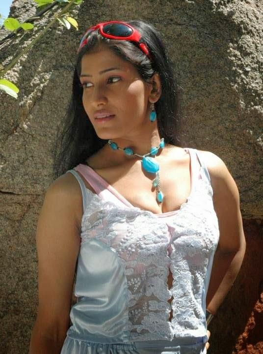 Real Life Indian Hot Bhabhi Sruthi Removing Dress To Show