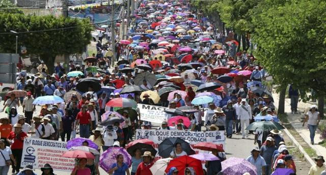 Maestros mexicanos se movilizan contra reforma educativa neoliberal