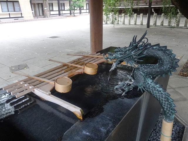 熊野神社,龍の水口,竜の水口,手水舎,新宿〈著作権フリー無料画像〉Free Stock Photos