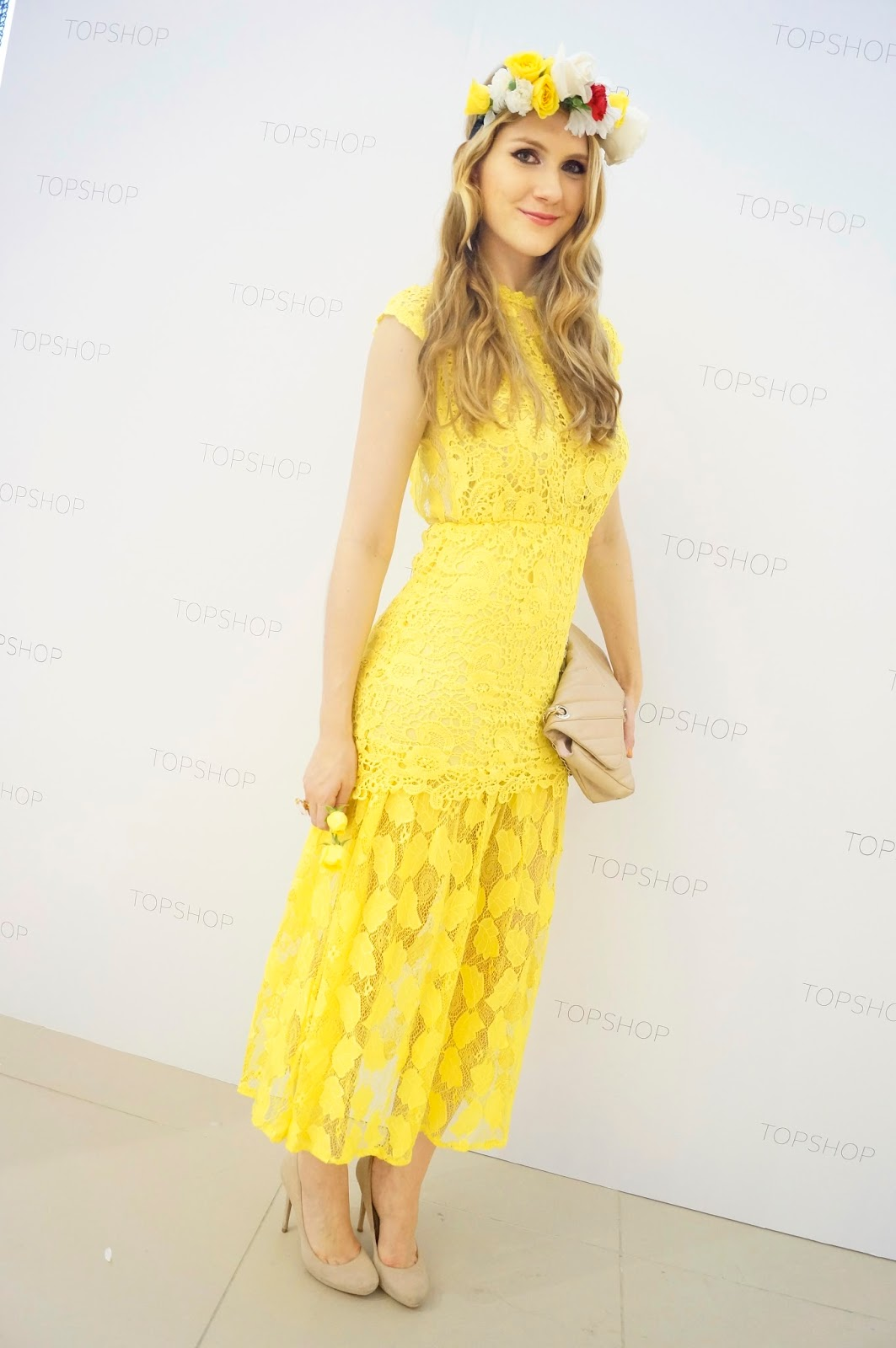 Loving this gorgeous yellow lace dress!