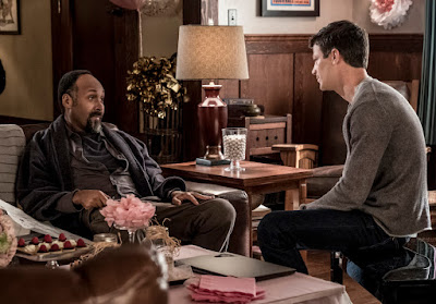 """The Flash -- """"Nora"""" -- Image Number: FLA501a_0032.jpg -- Pictured (L-R): Jesse L. Martin as Detective Joe West and Grant Gustin as The Flash -- Photo: Katie Yu/The CW -- © 2018 The CW Network, LLC. All rights reserved"""