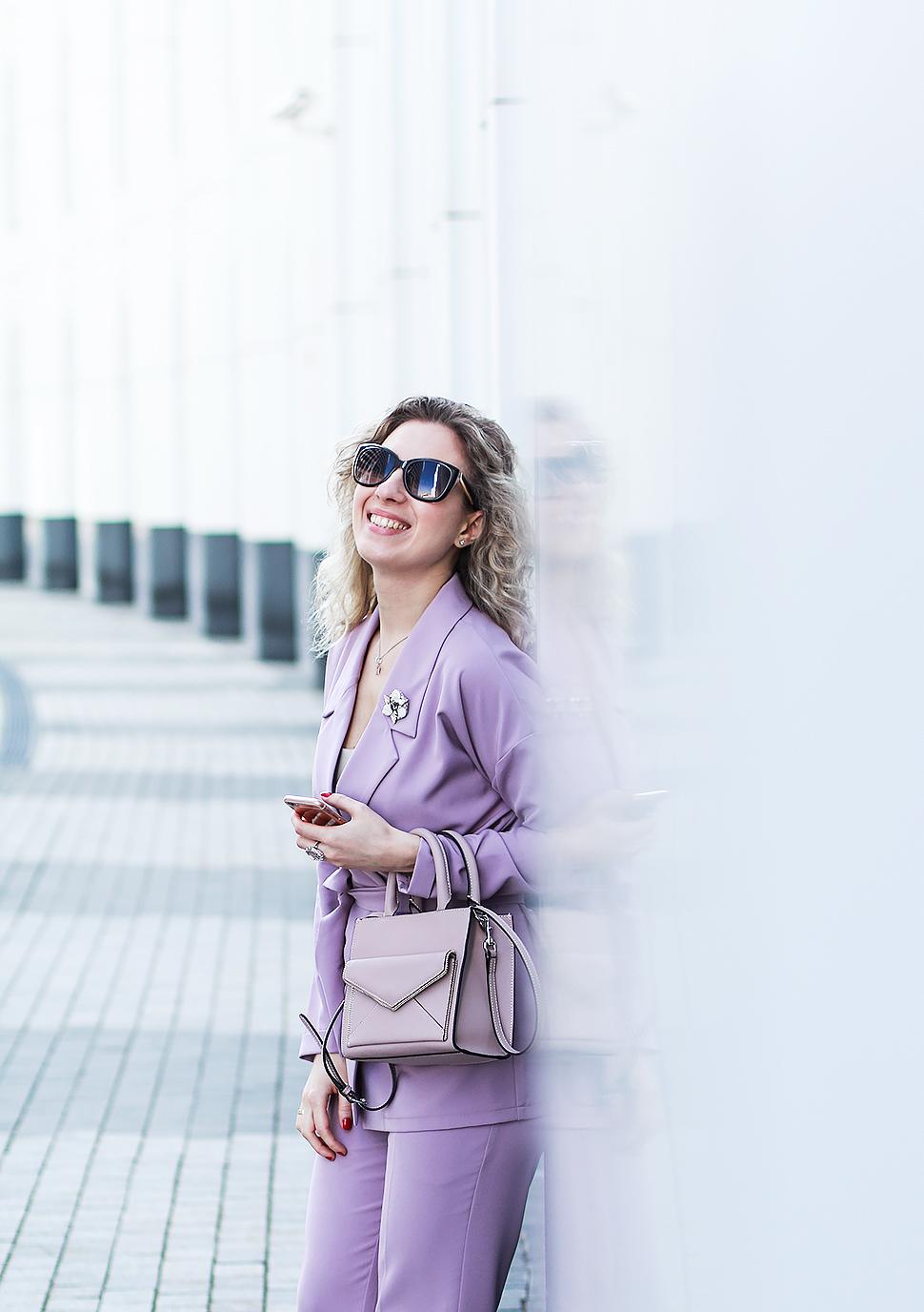Margarita_Maslova_Ritalifestyle_Fashion_blogger_Moscow_Rebecca_minkoff_bag_violet_lavander_suit_elegant_business_casual_nude_heels5