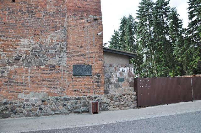 Relikty murów palatium księcia Władysława Hermana w Płocku