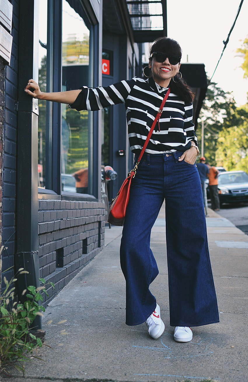 Look with wide leg jeans