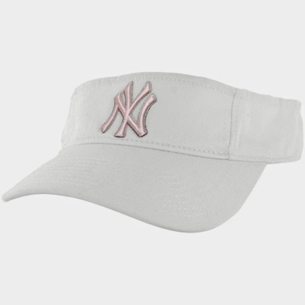 fanatcis, fanatics sports luxe, sports luxe, outfit, new york yankees fashion, trends, gym luxe, nike, active in style, revolve, jd sports, metallic gym wear,