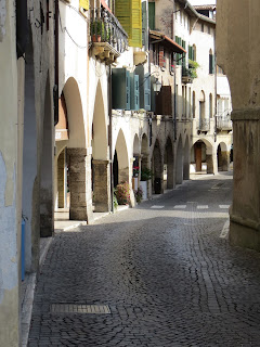 Porticoes line the Via Browning in Asolo
