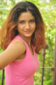 Aarthi glamorous photo gallery-thumbnail-6