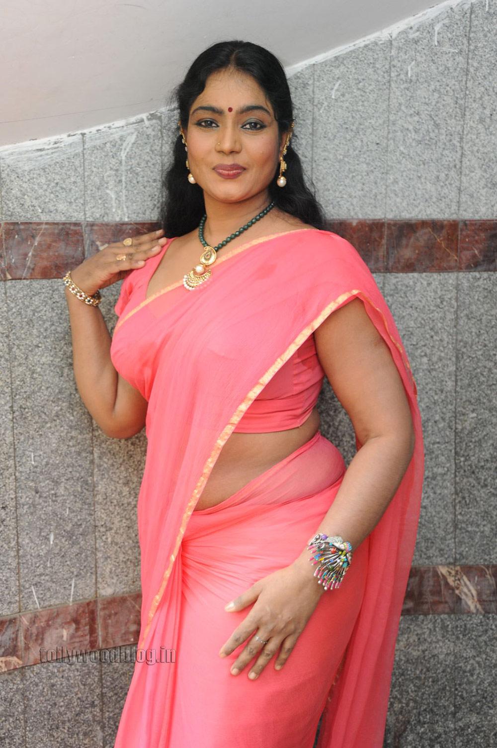 hot saree photos gallery