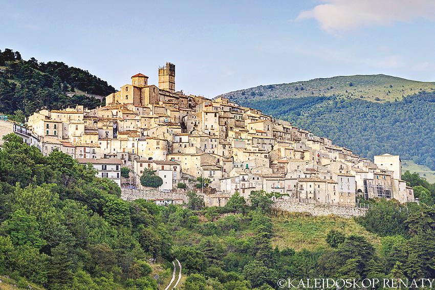 Castel del Monte wioska czarownic, co zobaczyć w Abruzzo, co zobaczyć w Abruzji