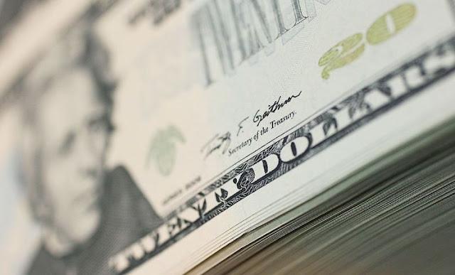 Euro sube frente al dólar