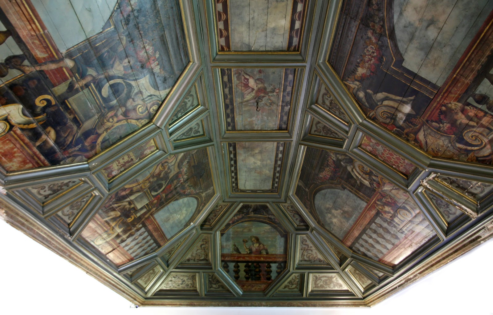 COFFERED WOOD CEILING | Old Portuguese Stuff