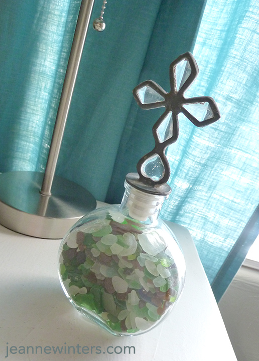 https://3.bp.blogspot.com/-FBxvoBItRjo/VuiXpO1xGjI/AAAAAAAAC20/eCA7QBanUq4GiE-vKkC3cEDrazQu67YLg/s1600/seaglass-decorating-jar.jpg