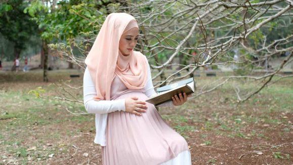 ibu mengandung baca al quran untuk mudah bersalin