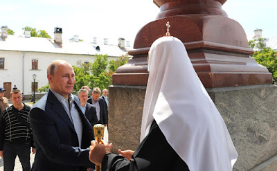 Vladimir Putin and Patriarch Kirill of Moscow and All Russia.