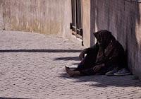 donna mendicante cieco povero fratello gesù gerico strada misericordia compassione