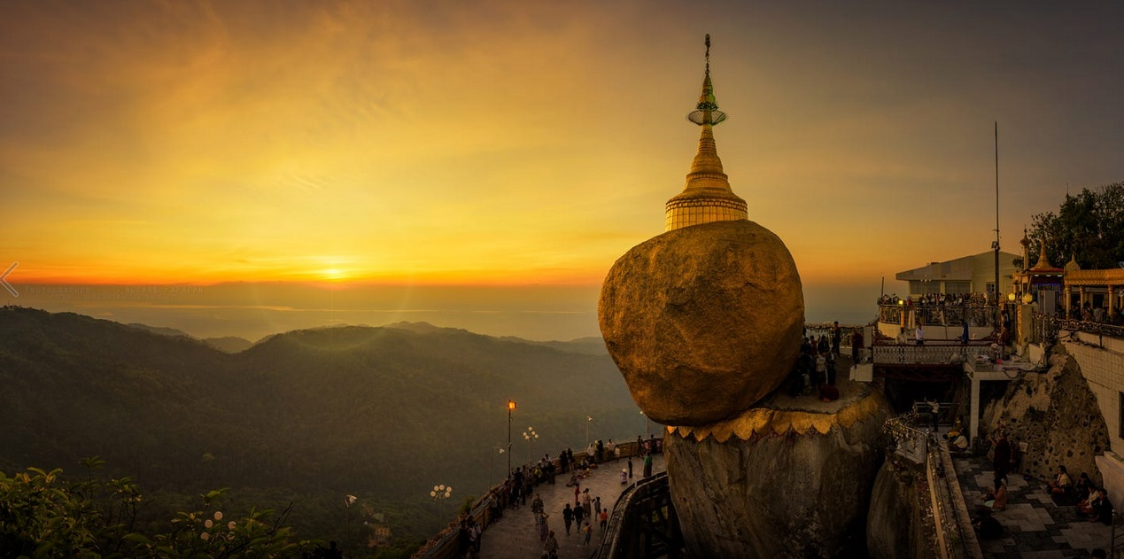 Kyaikhtiyo: Worship at the golden rock temple in Myanmar