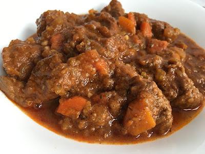 Kawałki wołowiny (rozbratel) w sosie
