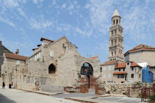 Tháp chuông nhà thờ Thánh Dominius
