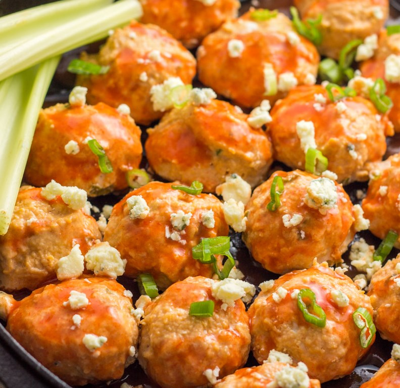 Whole30 Baked Buffalo Chicken Meatballs #paleo #30minute