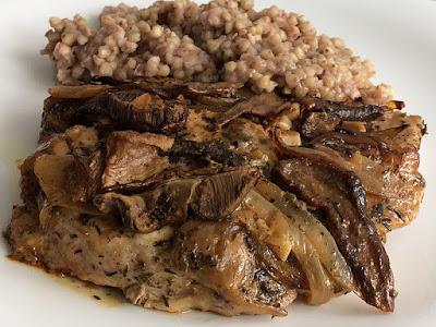 Mięso z grzybami i kaszą gryczaną