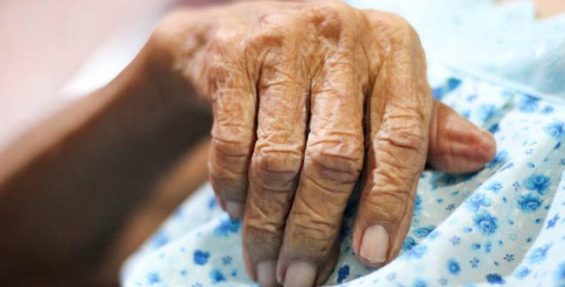 Συγκλονίζει η 85χρονη που έπεσε θύμα ληστείας στο Παγκράτι: Ήθελαν να με πνίξουν