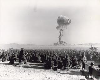 Pruebas nucleares en el desierto de Nevada en los años 50. Las fotos más famosas del mundo. Fotos que no creerás que existen. Las fotos más famosas de la historia. La historia del mundo en fotos. Fotos alucinantes de la historia. Fotos importantes del mundo. Fotos insólitas que se han tomado. Fotos curiosas. Imágenes raras de la historias.