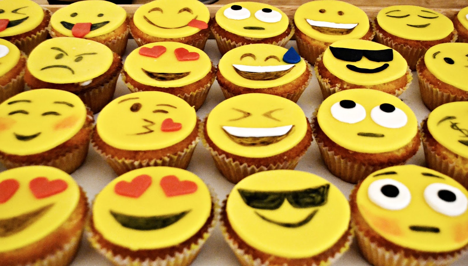 how to make emoji muffins