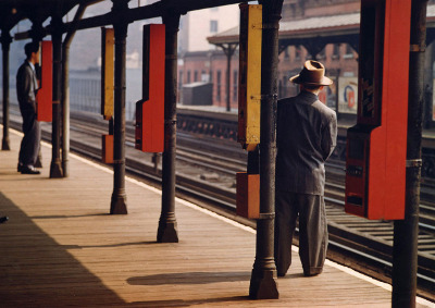 http://joeinct.tumblr.com/post/161974433732/man-on-platform-nyc-photo-by-esther-bubley