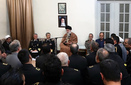 Rahbar: Kehadiran AL Iran di Perairan Bebas harus Berlanjut